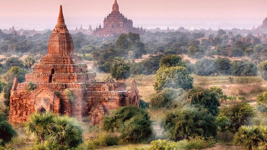 Du Rocher d'Or aux temples de Mrauk U: Découverte de la Birmanie